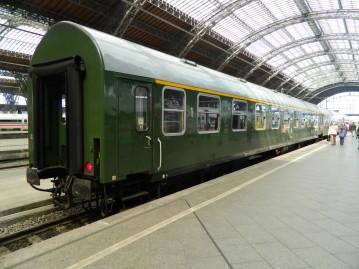 hbf-leipzig-der-dr-reisezugwagen-typ-yb70-776917